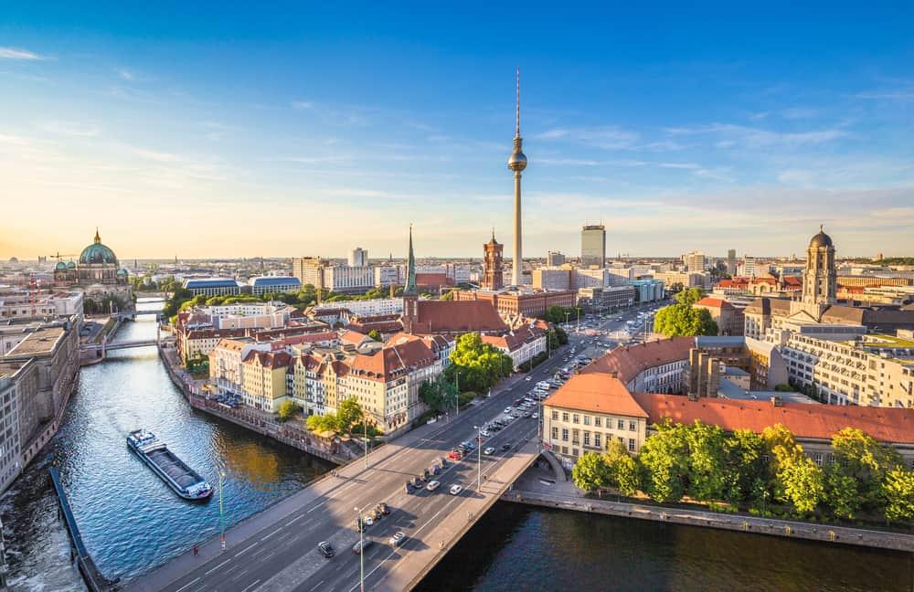 Berlin med fjernsynstårnet i baggrunden