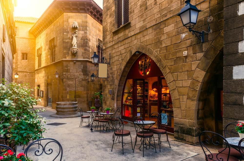 Poble Espanyol viser Barcelonas traditionelle arkitektur