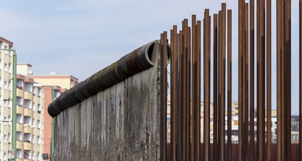 Rester af Berlinmuren i Mauerpark - Berlin