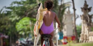 Surfing i Kuta Beach - Bali i Indonesien